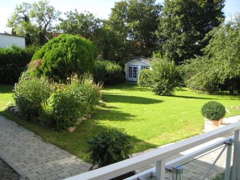 """Blick von App. 1 """"Emil"""" in den Garten"""