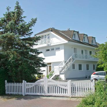 cropped-landhaus-strassenansicht1.png