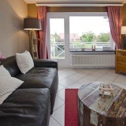 Wohnzimmer mit großem Balkon